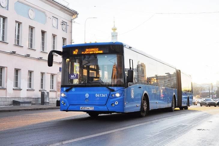 Перевозки полуэкспрессными автобусами в Москве в 2018 году выросли на треть