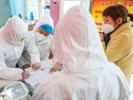 В Китае за сутки число заболевших коронавирусом увеличилось на треть